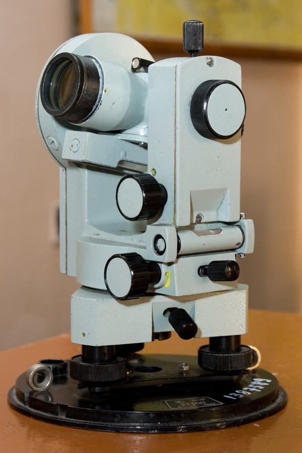Оптический теодолит.